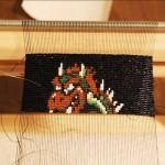 なんという細かさ!小さなビーズでドット絵が編み込まれた「クッパ」のミニ・タペストリー