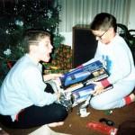 クリスマスの朝、目覚めるとそこには欲しかったゲーム機が…!はしゃぐ子どもたちのほっこり写真いろいろ