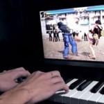 華麗な指さばき…!電子ピアノを「鉄拳」コントローラーに改造してしまった男性