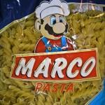そっくりすぎヤバイ。「マリオ」っぽいキャラがトレードマークの海外のパスタ「MARCO PASTA」
