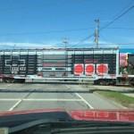 超おしゃれ!ファミコンコントローラーデザインの貨物列車が激写される