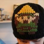 ざっくり手編みでもこもこ!レトロゲームキャラのドット絵ニット帽