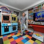 寝室を超カッコいいゲームセンター風に改造したら、婚約者に振られてしまった男性