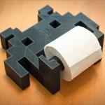 このカタチにやられた。3Dプリンタで作られた「インベーダー」のトイレットペーパーホルダー