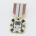キラリと胸に光らせたい!ゲーム機やコントローラーデザインの「ゲーマーの勲章」ピンバッジが超絶クール!