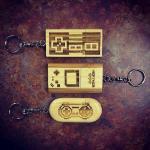 手彫りでおしゃれ!ハンドメイドのレトロゲームコントローラーデザイン・USBメモリ