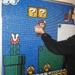 これは壮観!17,000本以上の画鋲で『スーパーマリオ3』のワンシーンを描いた力作アート