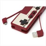 レトロかわいい!ファミコンのコントローラーみたいなモバイル充電器「レトコンバッテリー&カードリーダー」