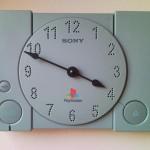 このアイデア、真似したい!壊れたプレイステーションで作られた壁掛け時計