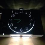 文字盤が光ってバージョンアップ!「壊れたプレイステーションで作られた壁掛け時計」を実際に作った方が登場!