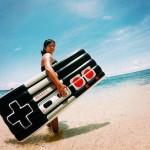 この夏はこれ持って海行きたい!レトロゲームコントローラー型エアーマット