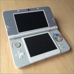 ボタンがスーファミっぽい「New ニンテンドー3DS」をさらにスーファミっぽくする。「レトロゲームスキンシール SFC 」