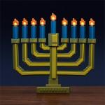 クリスマスにぴったり!ドット絵のろうそくがリアルに光るランプ「8-Bit Light-Up Menorah」