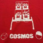 真っ赤でおしゃれ!ゲームインパクト3周年記念コラボグッズ、第2弾はガチャガチャ「コスモス」とのコラボTシャツ